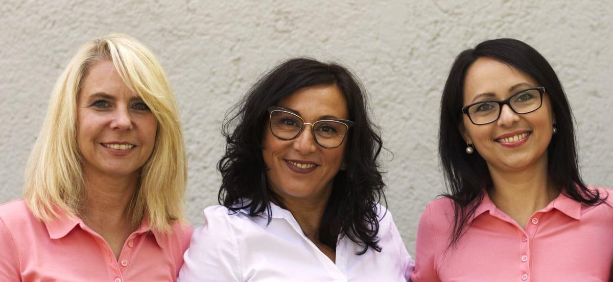 Team der Praxis Dr. Isabella Wilden - Herzlich willkommen wir sind gerne für Sie da - Prüfeninger Straße 21 93049 Regensburg Telefon: (0941) 41236 Fax: (0941) 447357 Email: info@aerztin-regensburg.de