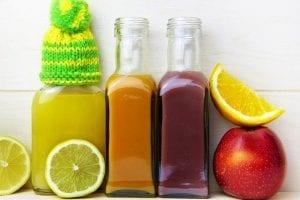 Detox & Leber Prävention: 1) Vermeiden Sie Alkohol: Es ist jetzt die richtige Zeit diese Gewohnheit zu unterbrechen. Mindestens WAHR zu nehmen was diese Gewohnheit für Ihre Gesundheit verursacht. 2) Essen Sie natürliche, organische, saubere Lebensmittel: OHNE Verpackungen, Konservierungsstoffen, GMO und Chemikalien. 3) Benutzen Sie natürliche Kosmetika und Pflegeprodukte: Make-up, Sonnenschutz, Lotionen, Zahnpasta und Deo s sind schnell über die Haut in die Leber 4) Bewegung ist entscheidend für die Gesundheit generell und für die Leber, sie bekommt mehr Sauerstoff und die Toxine werden schneller raustransportiert. 5) Supplemente/ Superfoods